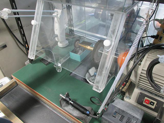 作業台の飛散防止フィルムのイメージ写真